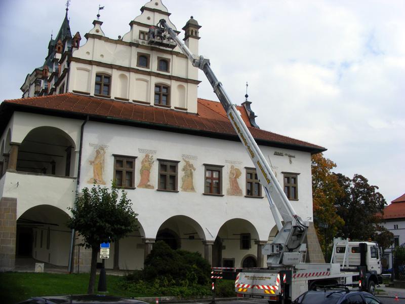 Rekonštrukcia historickej budovy s vysokozdvižnou plošinou
