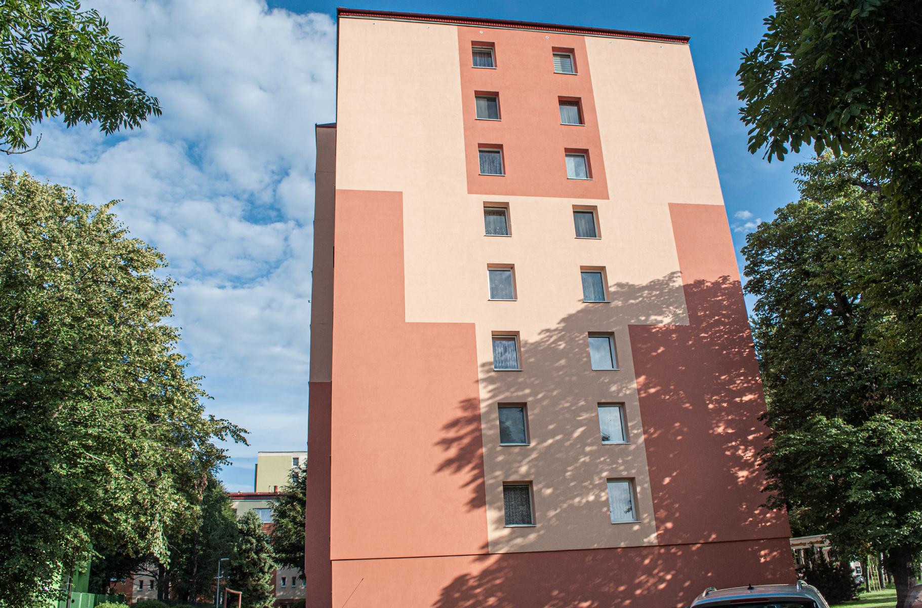 ocistena fasada - bytovy dom kezmarok